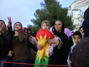 women protesting with child