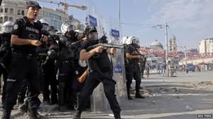 Police storm Taksim