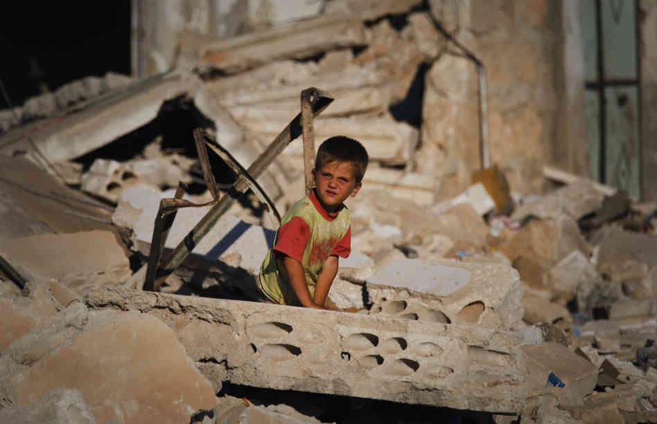 Syrian child in war zone