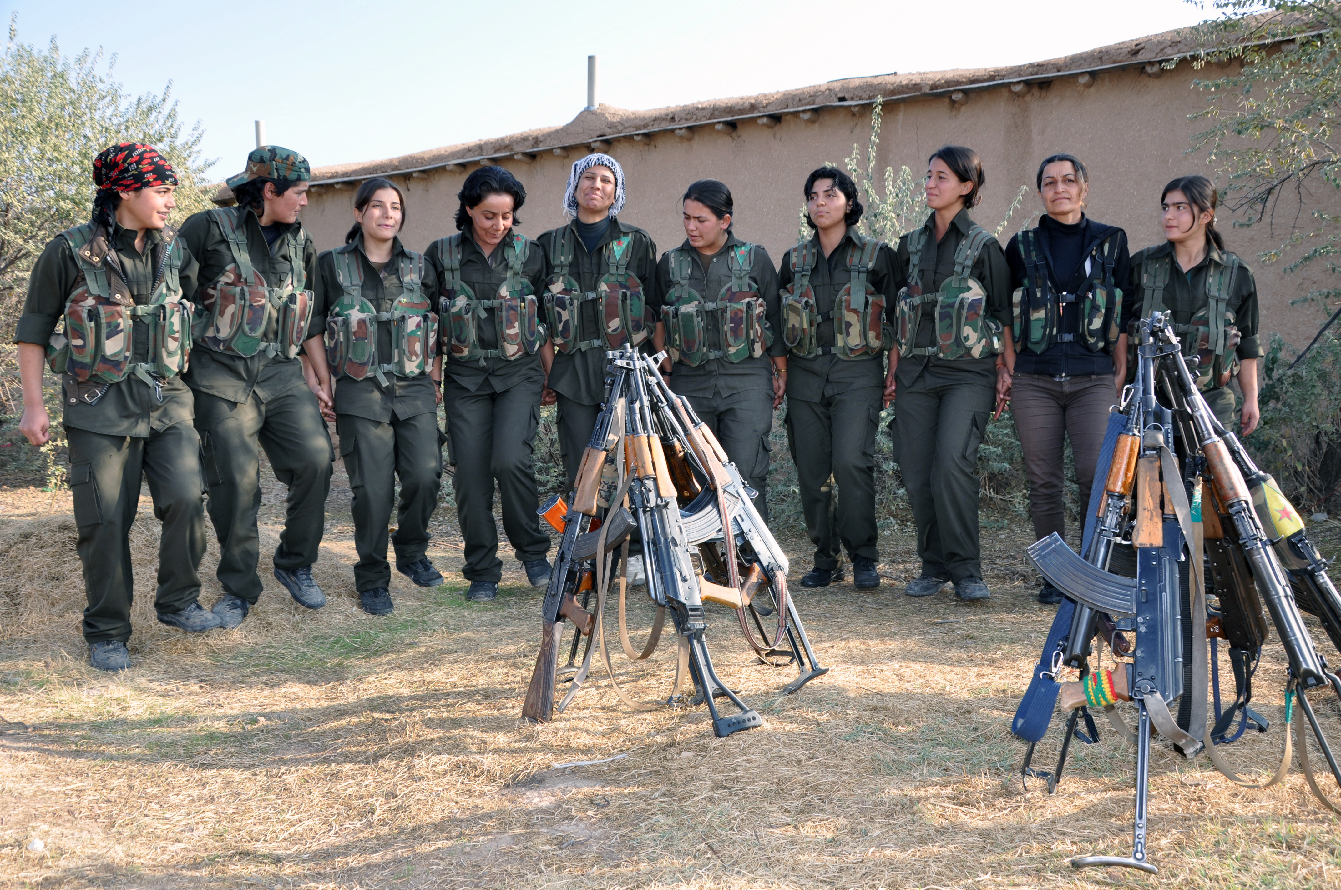 """5.Before leaving to join the front line, YPJ groups sing and dance together to keep up morale and they did just that before they left for the """"Liberation Operation of Tirbespiye Villages."""""""