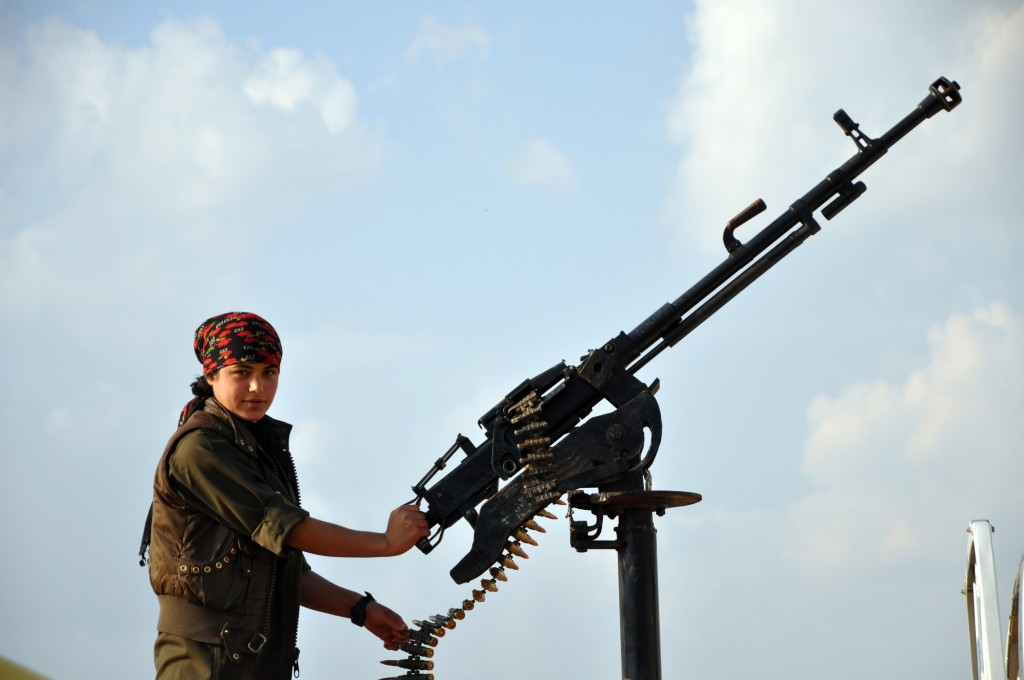 YPJ fighter on the front line, southern Tirbespiye