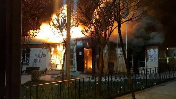İstanbul-Gazi Mahallesi, İstiklal primary school on fire (posted on Twitter March 30)