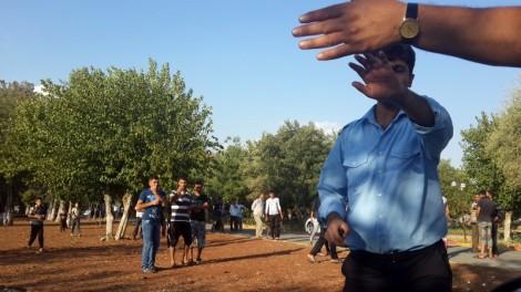 Diyarbakir Belediyesi security guards block Beam from entering camp