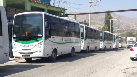 In nearby Şenoba 21 city buses transport 750 Ezidis to Siirt