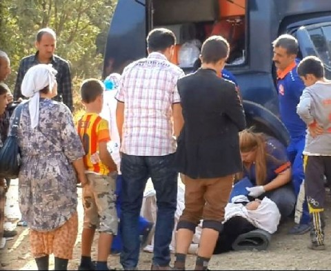 Ezidi receiving medical care at Roboski border