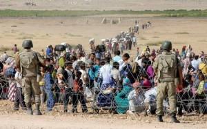 Syrian Kurd refugees approach Turkish border