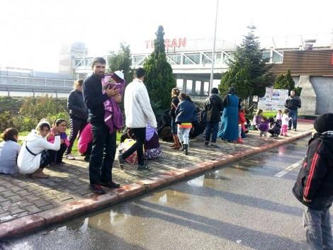 ezidi families at bulg border (2)
