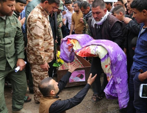 Fatima Samir, aged 3, died yesterday after a chemical attack by Daseh on the town of Taza, south of Kirkuk, (AFP Photo/Marwan Ibrahim)