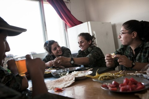 The US and Russia should air drop food to Rojava writes Jan Best de Vries